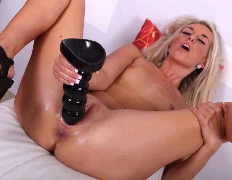 Teen Bombshell Sindee Pummels And Takes The Spunk In Her Mouth HD